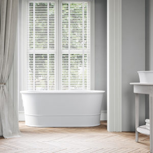 Wide-rim bathtubs